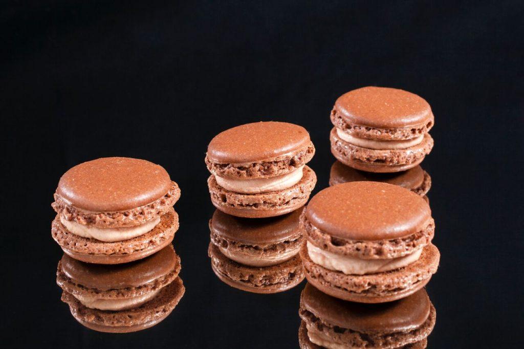Macarons de chocolate y foie